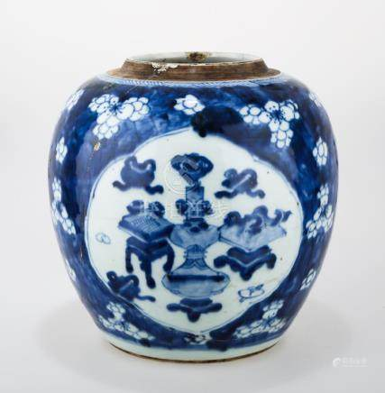 A BLUE AND WHITE PORCELAIN JAR.C200.