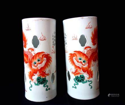 A PAIR OF FAMILLE ROSE 'LION' HAT HOLDERS, TONGZHI