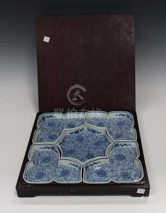 A Chinese blue and white porcelain supper set, late 19th/early 20th century, comprising five