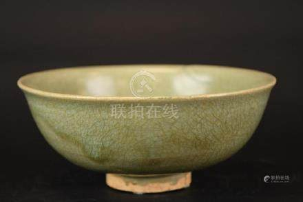 Chinese Celadon Crackle Glaze Footed Bowl