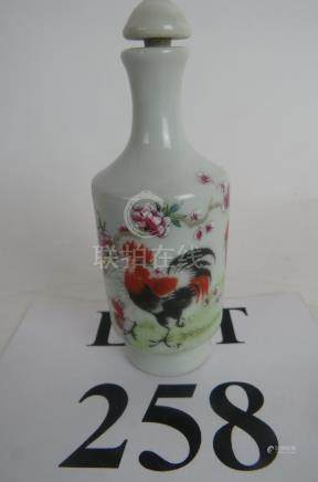 A modern Chinese porcelain snuff bottle decorated with cockerel est: £20-£30