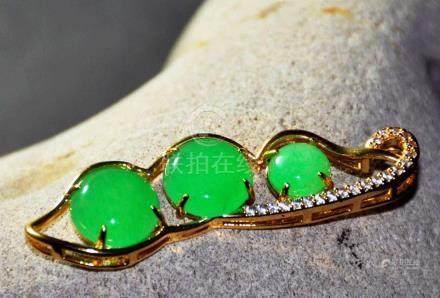 A translucent jadeite pendant