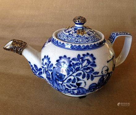A BLUE&WHITE KID PATTERN EWER