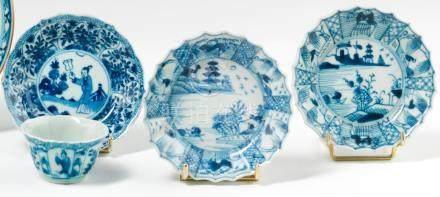 Lot en porcelaine à décor en bleu sous couverte. Chine. XVIIIe siècle. Comprenant un sorbet