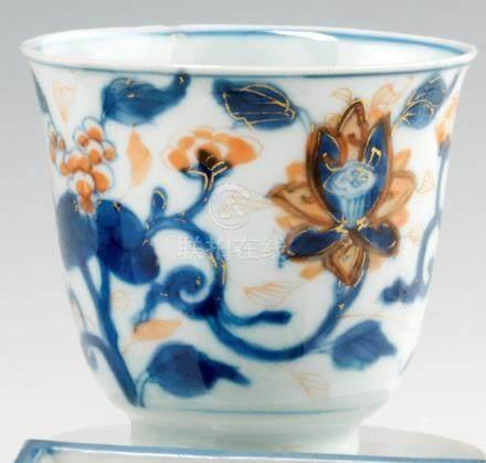 Tasse tronconique sur talon en porcelaine.  Chine. XVIIIe siècle Décorée dans la palette ima