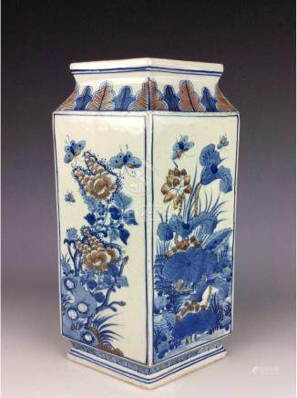 Vintage Chinese porcelain vase, blue & white with
