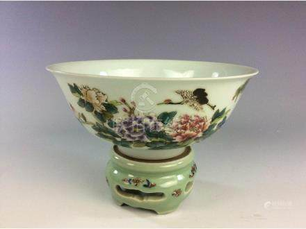 Chinese porcelain bowl, famille rose glaze, with