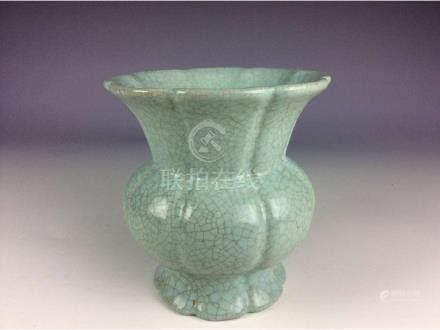 Fine Chinese crackled glaze  pot
