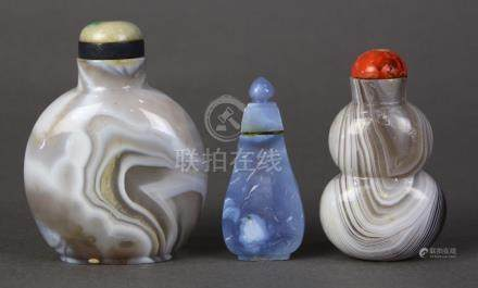 (lot of 3) Chinese agate snuff bottles: the first of lavender hue with bird-and-flowers on the
