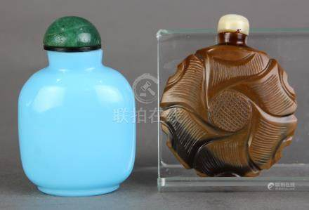 (lot of 2) Chinese glass snuff bottles: one of mottled brown hues carved as a blossom; the other a