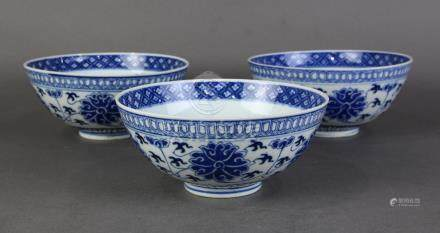 (lot of 3) Chinese underglaze blue porcelain bowls, with stylized lotus tendrils to the exterior,