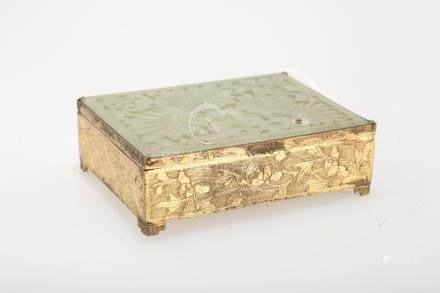CHINESE HINGED RECTANGULAR KEEPSAKE BOX.Z045