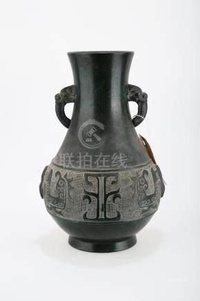 A BRONZE VASE WITH TWO LION-FORMED EARS ON EITHER SIDE.J059.