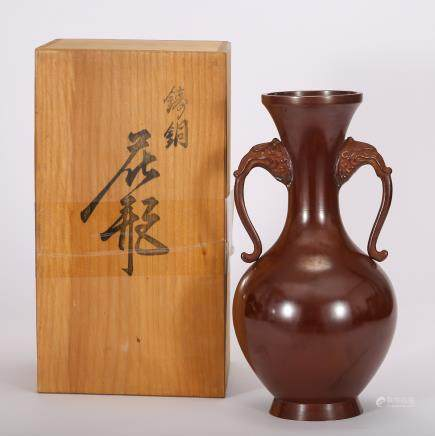 CHINESE BRONZE VASE WITH HANDLE