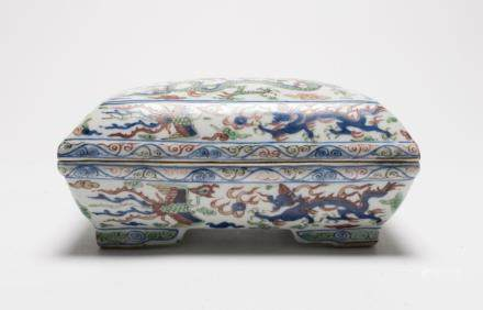 A Chinese Wucai Porcelain Box and Cover大明萬曆年製-青花五彩蓋盒