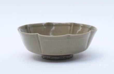 A Chinese Yao Porcelain Bowl北宋-耀州窯葵口劃花洗