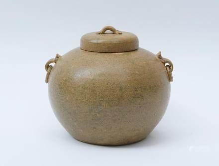 A Chinese Yue Porcelain Jar and Cover漢代-越窯双系細線幾何紋圓腹蓋罐
