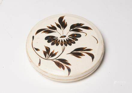 A Chinese Floral Cizhou Porcelain Incense Box宋代-磁州窯白地劃花香盒