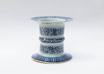 A Chinese Blue and White Porcelain Ritual Stand明代-青花空檔尊