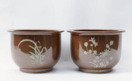A Pair of Chinese Perssimon-Glazed Porcelain Flower Pots清中期-
