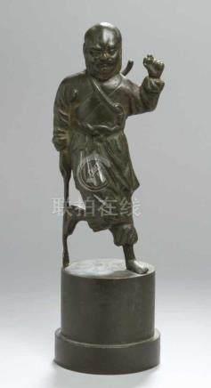 Bronze-Plastik, \Mönch\, China, 18./19. Jh., auf zylindrischem Rundsockel mit abgesetztem Stand