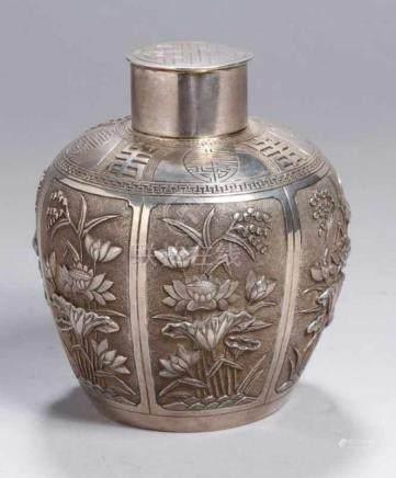 Tee-Deckeldose, China, um 1900, Silber, runder Stand, bauchiger Korpus in Schultertopfform mit