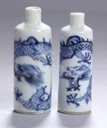 Zwei Porzellan-Snuffbottles, China, 19. Jh., Röhrenform mit engem Hals, unterschiedliches