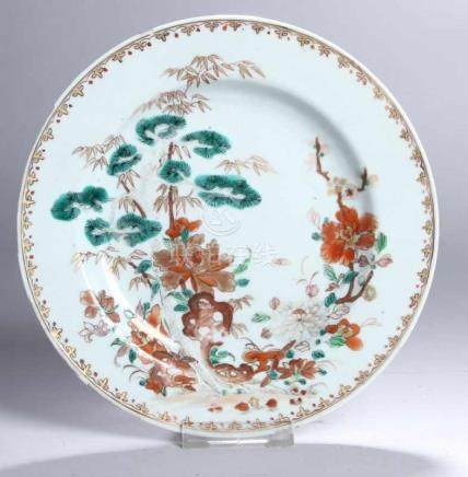 Porzellan-Teller, China, 18./19. Jh., runde Form mit vertieftem Spiegel und glatter, leicht schräg