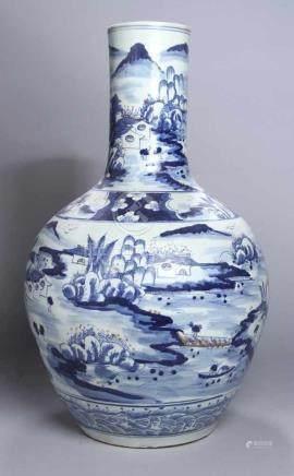 Porzellan-Ziervase, China, wohl 19. Jh., großer, bauchiger Korpus mit Röhrenhals, umlaufend