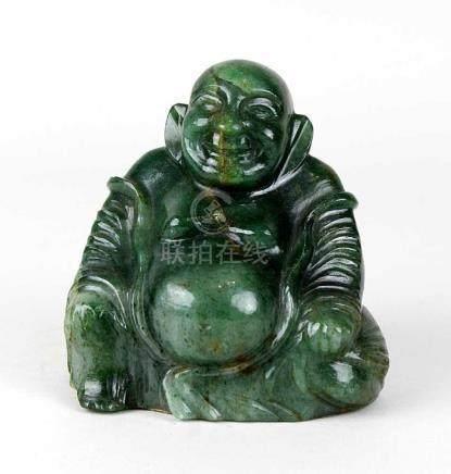Glücksbuddha aus Aventurin, kaiserlicher Stein Yü, China Mitte 20. Jh., handgeschnitten und poliert,