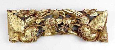Zierschnitzerei, China 1. Drittel 20. Jh., als Vogelpaar in Rosenzweigen, Holz geschnitzt und