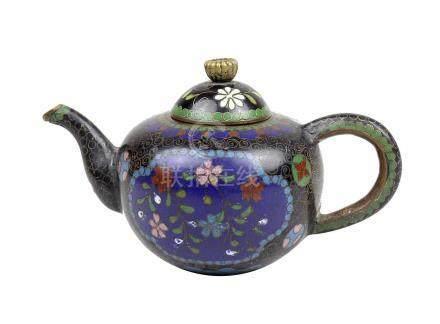 Kleine Teekanne, Cloisonné, China um 1900, Kupferkorpus mit polychromem Zellenschmelzemail, mit