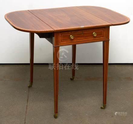 """""""Pembroke table"""" petite table à deux rabats en placage d'acajou et de loupe de frêne ouvrant"""