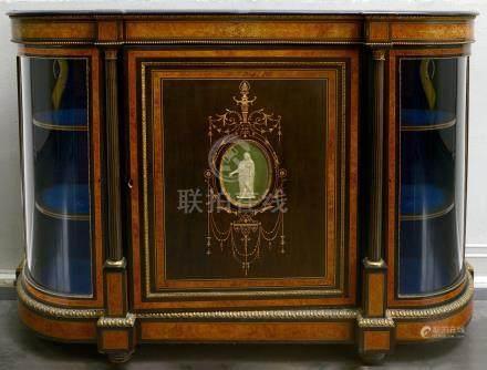 Dresse de style Napoléon III en bois noirci, placage et marqueterie de filets clairs munie d