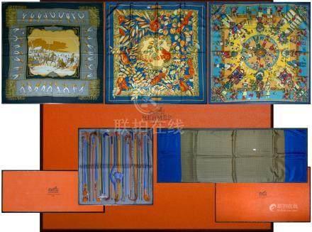 Ensemble de 5, carrés et écharpe de la Maison Hermès comprenant : une écharpe en soie et ang