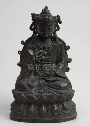 """""""Bouddha sur une fleur de lotus"""" en bronze à patine brune. Travail chinois. H.:+/-21cm."""