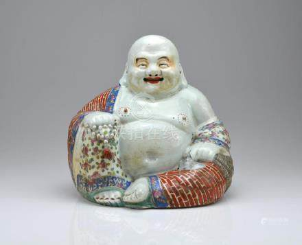 CHINESE REPUBLICAN FAMILLE ROSE PORCELAIN BUDDHA
