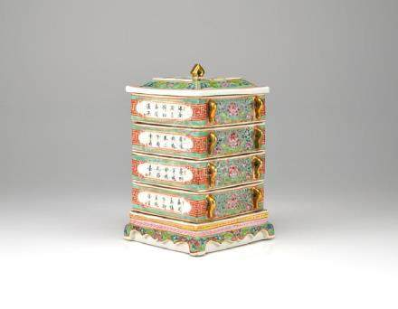 CHINESE FAMILLE ROSE PORCELAIN STACK BOX