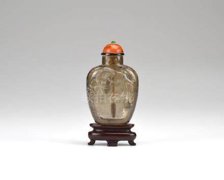 CHINESE CARVED SMOKY QUARTZ SNUFF BOTTLE