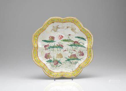 CHINESE FAMILLE ROSE PORCELAIN FOOTED DISH