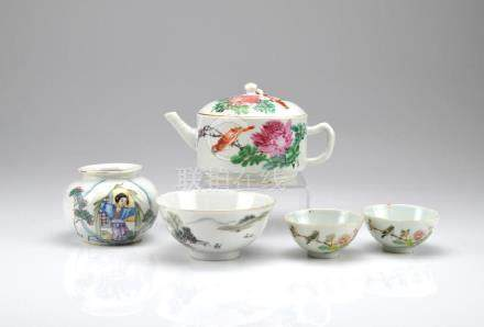 GROUP OF CHINESE REPUBLICAN PORCELAIN ITEMS