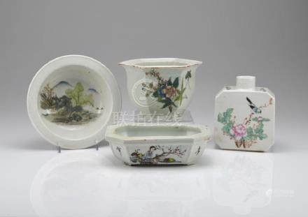 GROUP OF CHINESE REPUBLICAN FAMILLE ROSE PORCELAIN