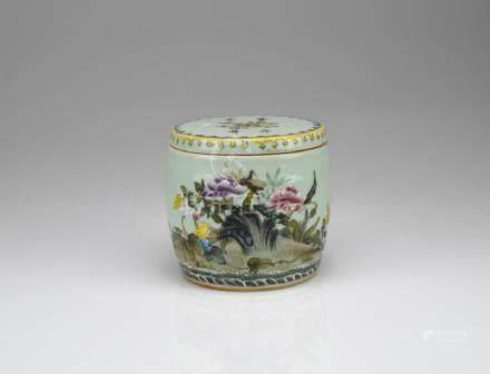 CHINESE CELADON GLAZED FAMILLE ROSE PORCELAIN BOX