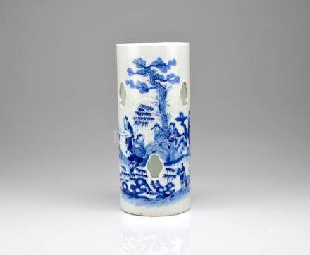 CHINESE BLUE & WHITE PORCELAIN HAT STAND