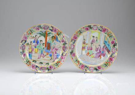 PAIR OF CANTON FAMILLE ROSE PORCELAIN DISHES