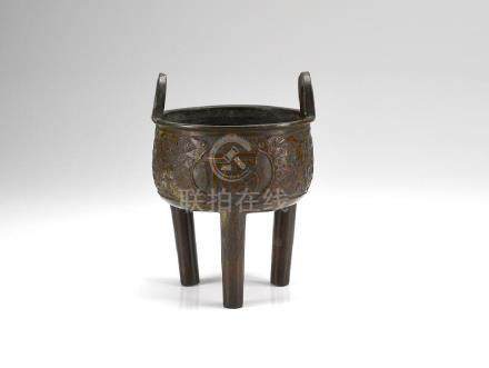 CHINESE 17TH C. BRONZE TRIPOD DING CENSER