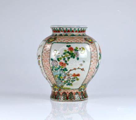 CHINESE TRANSITIONAL STYLE WUCAI PORCELAIN VASE