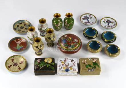 GROUP OF 19 CHINESE CLOISONNE ENAMELLED ITEMS