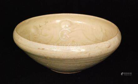 A Chinese Ming Dynasty 16th to 17th Century high sided bowl decorated with an incised band of