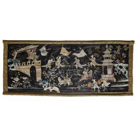 EMBROIDERED SILK BLACK-GROUND PANELQING DYNASTY, LATE 19TH CENTURY depicting a battle scene